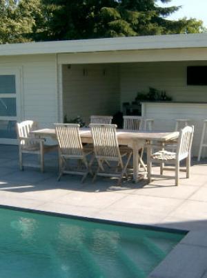 Poolhouse met terras